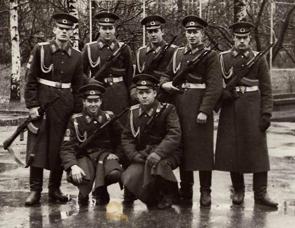 234 группа в 1987 году слева направо, верхний ряд: Грачев Вова, Ерещенко Женя, Ковтун, Молчанов Петя, Леха Ремизов, Нижний ряд: Ларионов Сережа, Епифанов Саша