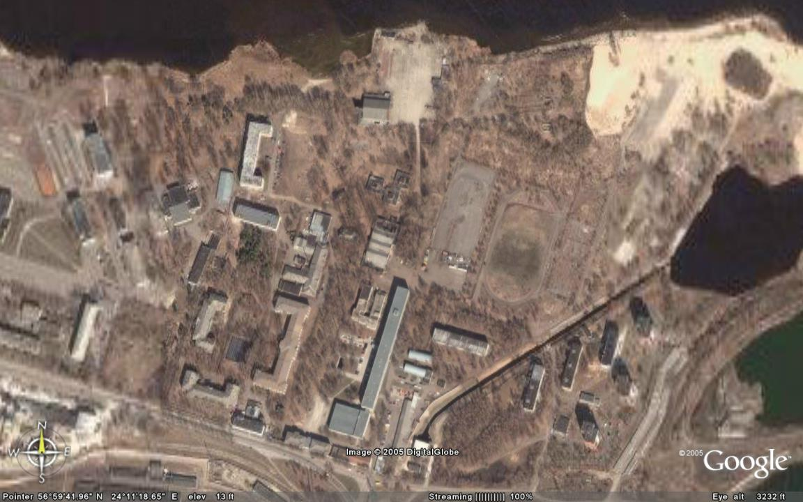 Вот так выглядит территоря РВВАИУ из космоса. Узнаете родимые места? (прислал Дима Шканакин) Тут можете посмотреть подробнее: http://maps.google.com/?ie=UTF8&t=k&om=0&ll=56.994543,24.188204&spn=0.009561,0.027809