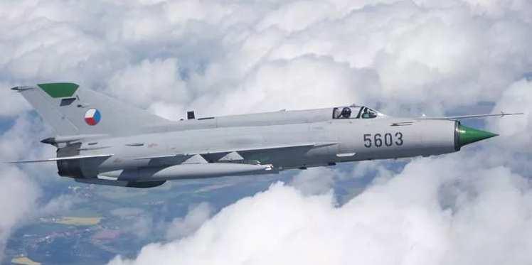 Миг-21ПФС