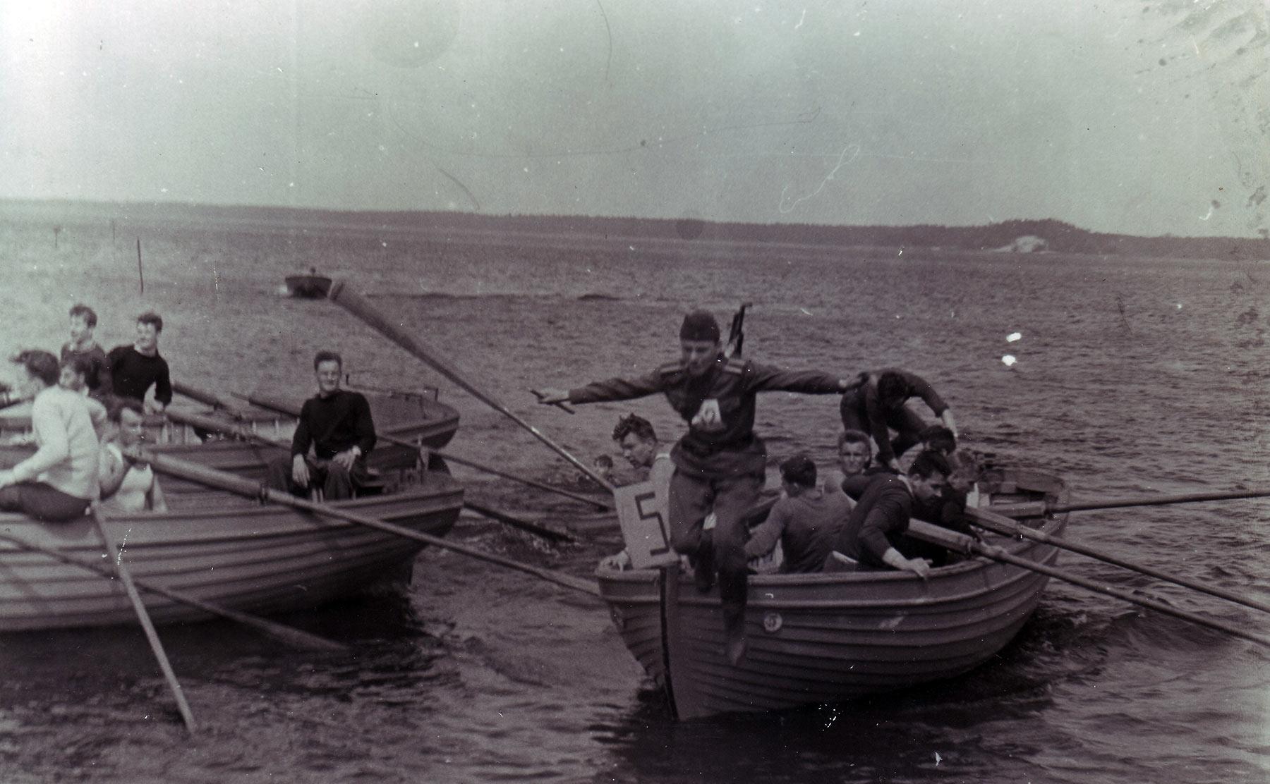 Соревнование гребцов на Киш-озере.