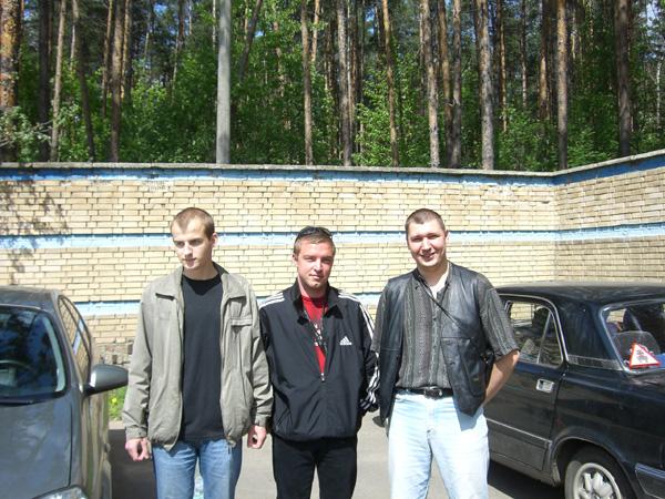 3.Бравые сыновья. Слева направо: один из младших Сергацковых, Куликов-младший и один из младших Мадиев
