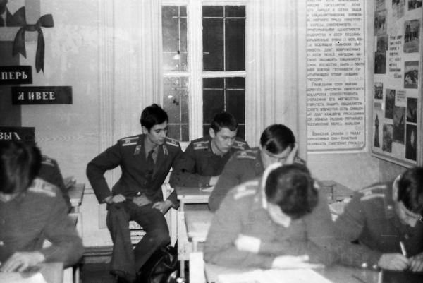 И.Кочетков и А.Станишевский пишут письма на родину 12.83г