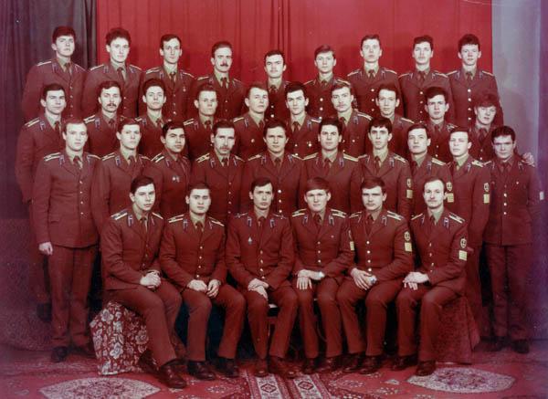 Выпускная фотография пятой группы АО 1987 г. + курсовой офицер В.Ерёмин