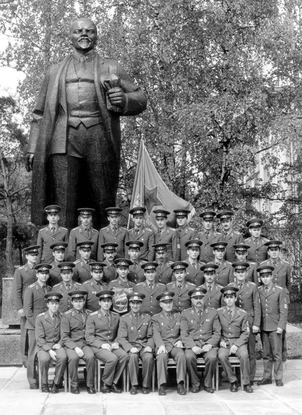 Лучшая группа выпуска 1987 г. со Знаменем РВВАИУ им. Я. Алксниса