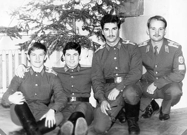 Кондаков С., Номеров Ю., Стрейкманис Р., Резников С. под ёлочкой