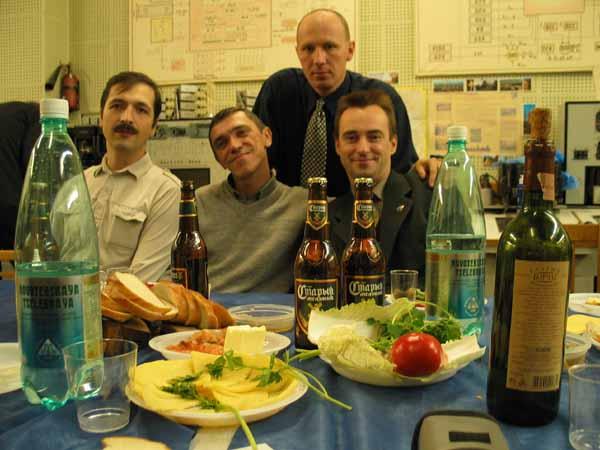 Выездная встреча сослуживцев (Юра Поздняков, Олег Карагод, Паша Цапенко, Леша Ляпко) – все служат в ЦПК («Звездный городок»).