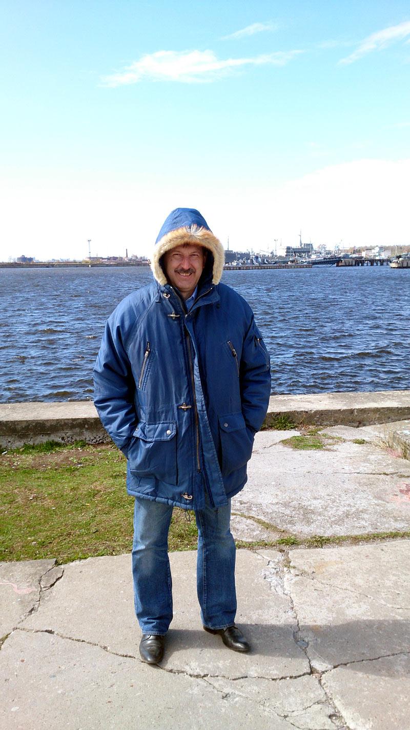 Как же Юра Итченко был рад, что ему дали теплую одежду! Спасибо Лехе Ремизову