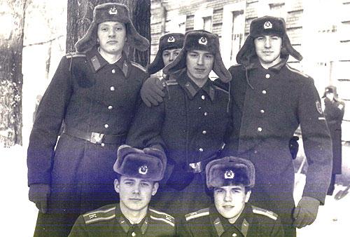 Вверху: Безганс, Шеин и Константинов (выглядывает Викулов) Снизу Чернов Сергей, Александр Дормадихин