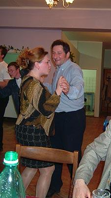 Пляски и гулянье продолжается: танцы с официантками