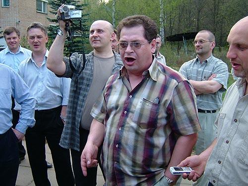 Прогулки в обнимку и песни: запевает Игорь Плиев