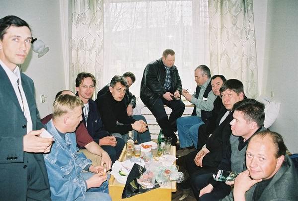1 Мая, Подмосковье. 153 группа в ожидании приезда начальника училища времени даром не теряет…