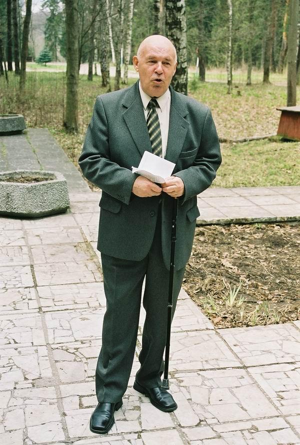 1 Мая, Подмосковье. Генерал-майор Дождиков наконец-то справился с волнением, вызванным встречей со своими выпускниками…