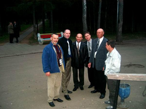 1 Мая, Подмосковье, перерыв в праздничном заседании и оба начальника нашего курса наконец-то опять вместе со своими питомцами.