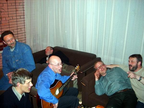 1-2 Мая, ночь после банкета, а самые стойкие продолжают в фойе под гитару, на которой к утру осталось четыре струны.