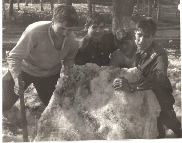 Уборка  плаца от снега