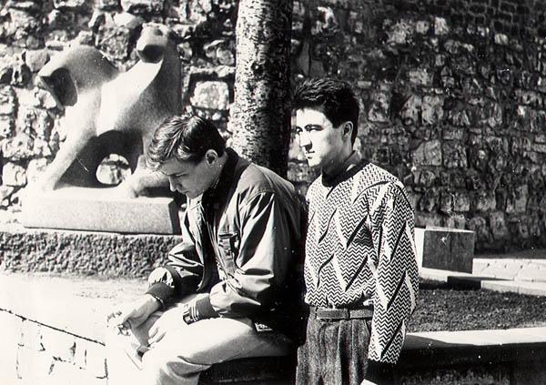 Попов и Одинаев(Михалыч) на променаде. Рига 1991 весна.