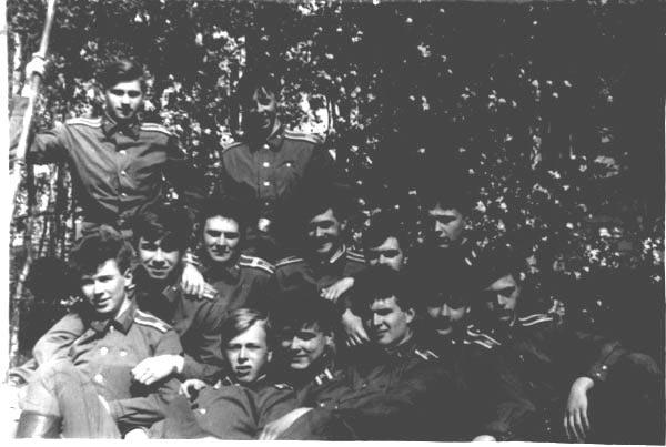 2-я группа на привале после обеда 1989 год