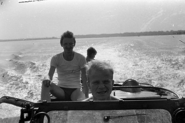 На катере по Кишэзерс. За штурвалом Андрей Skydive Шустов.