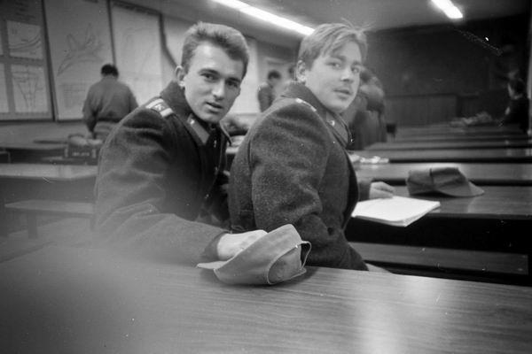 Зимой 1992-93 г. в училище не было отопления и горячей воды. На занятия ходили в шинелях.