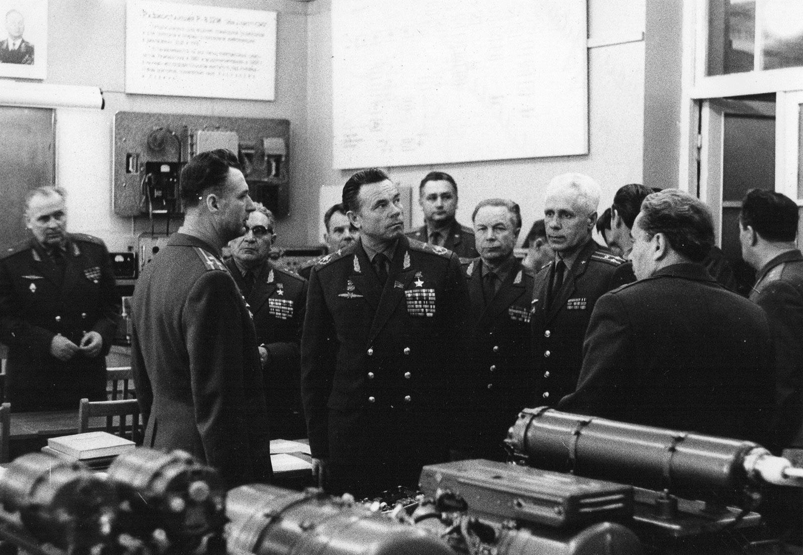 апрель-74 Главком ВВС в училище