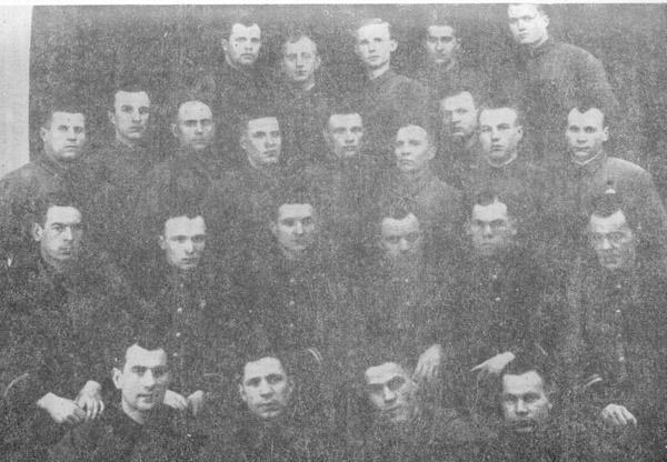 Первый выпуск военного времени командиров взводов радиосвязи