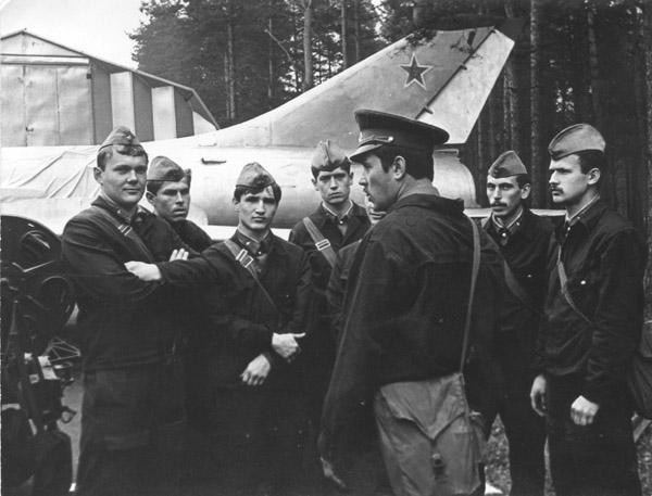 На учебном аэродроме (3-я группа 86-го года выпуска. СД)