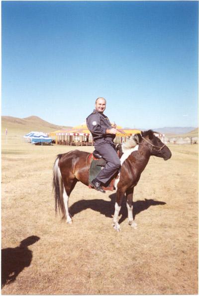 В монгольских степях на лихом скакуне.
