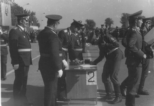 6 сентября 1987г.  Присяга. Слева майор П.Сонец.